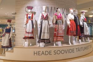 Saaremaa Kaubamaja rahvariiete näitus